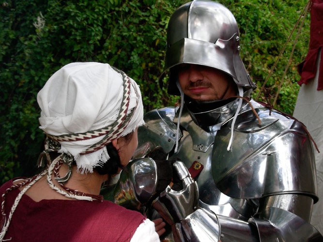 Compagnie des Quatre Lunes – Militaire, habillage homme en armes